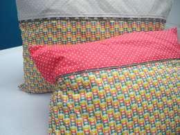 Coussins Noeuds Papillons - Tissu Bio: Maison de style  par Petits Pinpins