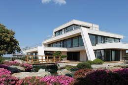 Projekty, nowoczesne Domy zaprojektowane przez FLOW.Architektur