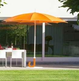 PARASOL GULLIVER ORANGE: Jardin de style de style eclectique par KSL LIVING
