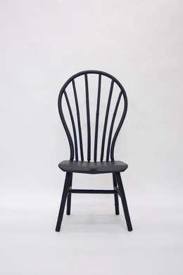 Bamboo Windsor Chair: moderne Woonkamer door Bo Reudler Studio