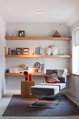 Renesse Beachhouse: moderne Woonkamer door Smeele | ontwerpt & realiseert