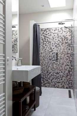 Renesse Beachhouse: moderne Badkamer door Smeele | ruimte voor ontwerp