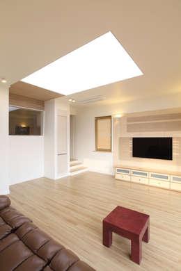 거실: 주택설계전문 디자인그룹 홈스타일토토의  거실