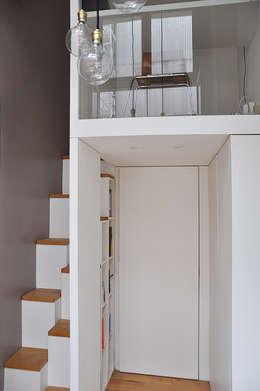 Corridor & hallway by LLARCHITECTES
