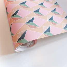 Cut&Paste Pink: Pareti & Pavimenti in stile in stile Eclettico di All The Fruits