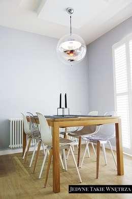 Skandynawskie inspiracje w salonie z kuchnią: styl , w kategorii Jadalnia zaprojektowany przez JedyneTakieWnętrza