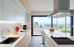 mediterranean Kitchen by HOUSE HABITAT
