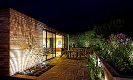 IJLA - Chic Garden: modern Garden by IJLA