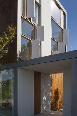 Projekty, nowoczesne Domy zaprojektowane przez ihrmk