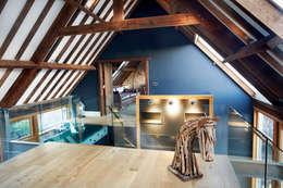 Projekty,  Korytarz, przedpokój i schody zaprojektowane przez Hart Design and Construction