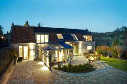 Projekty, wiejskie Domy zaprojektowane przez Hart Design and Construction