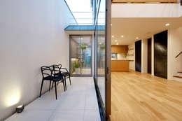 テラス: H建築スタジオが手掛けたベランダです。