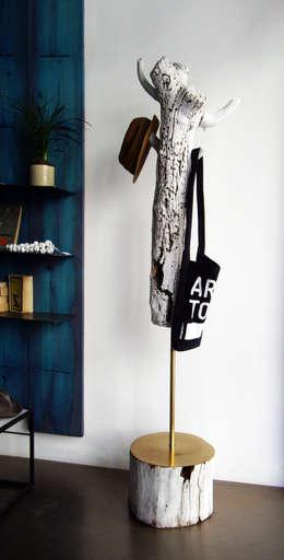 Pasillos, vestíbulos y escaleras  de estilo  por Mighali_Faggiano studio
