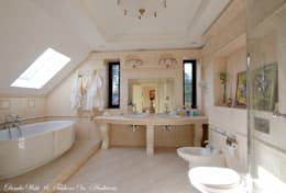 classic Bathroom by D&T Architects