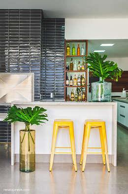 eclectic Kitchen by Rafaela Dal'Maso Arquitetura