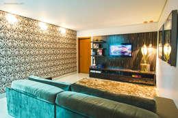 Salas multimedia de estilo moderno por Rafaela Dal'Maso Arquitetura