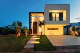 minimalistic Garage/shed by Tony Santos Arquitetura