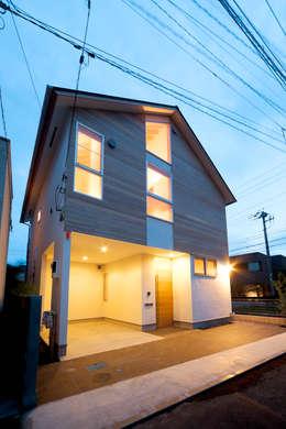 鎌倉の家: 望月建築アトリエが手掛けた家です。