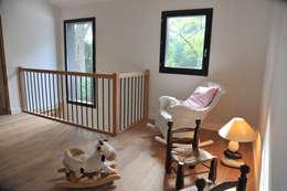 Maison Ossature bois à Oullins: Couloir et hall d'entrée de style  par BFG CADRE DE VIE