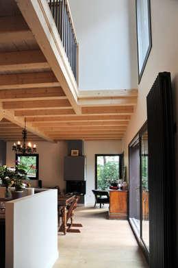Maison Ossature bois à Oullins: Salon de style de style Moderne par BFG CADRE DE VIE