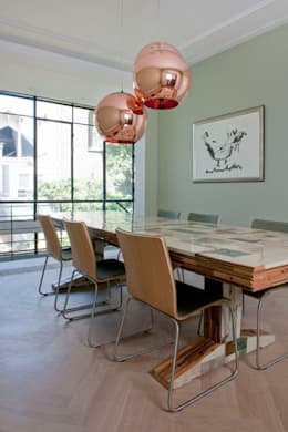 Complete verbouwing en inrichting herenhuis: moderne Eetkamer door Kodde Architecten bna