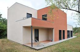 Maison ossature bois à lentilly: Maisons de style de style Moderne par BFG CADRE DE VIE