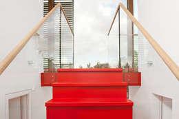 Woonboot in glas en staal:  Gang en hal door Kodde Architecten bna