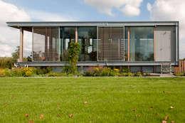 Woonboot in glas en staal: moderne Tuin door Kodde Architecten bna