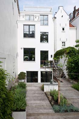 Projekty, klasyczne Domy zaprojektowane przez Kodde Architecten bna