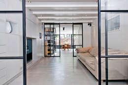 Vernieuwbouw grachtenpand: industriële Mediakamer door Kodde Architecten bna