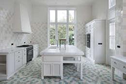 Renovatie herenhuis te Den Haag: klasieke Keuken door Kodde Architecten bna