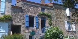 Exemples de realisations: Maisons de style de style Rustique par sarl Patrimoine & Architecture