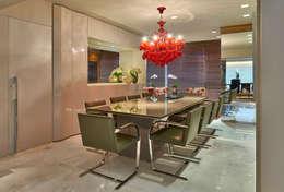 Столовая комната в . Автор – Gislene Lopes Arquitetura e Design de Interiores