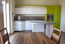 Cocinas de estilo moderno por Architetti di Casa