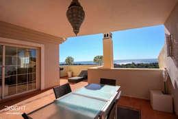 terraza comedor vistas al mar: Terrazas de estilo  de DISIGHT