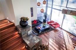 Salas / recibidores de estilo moderno por GRUPO VOLTA