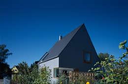 Projekty, nowoczesne Domy zaprojektowane przez Löffler Weber | Architekten