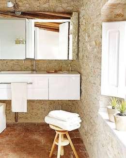 Cases Singular de l'Empordà - Albons Oli 22: Baños de estilo rústico de Tono Bagno
