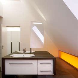 Projekty,  Łazienka zaprojektowane przez Löffler Weber | Architekten