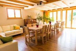 moderne Eetkamer door Visions Haus
