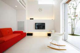 house ma: アークス建築デザイン事務所が手掛けたリビングです。