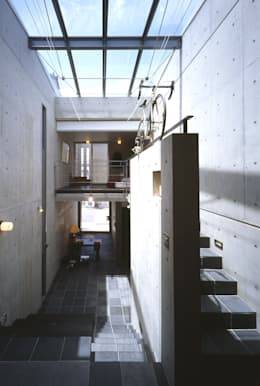 ギャラリスペース: 久保田英之建築研究所が手掛けたリビングです。