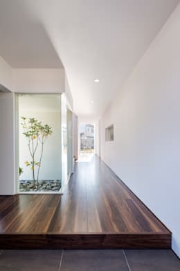 Corridor & hallway by 株式会社細川建築デザイン