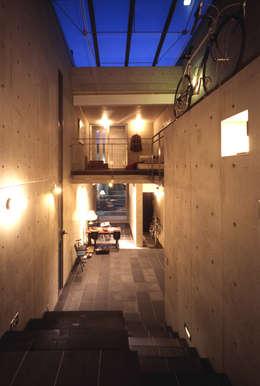 modern Living room by 久保田英之建築研究所