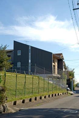 บ้านและที่อยู่อาศัย by 久保田英之建築研究所