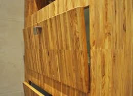 Meubels olijfhout: minimalistische Badkamer door NokNok