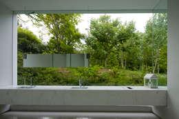 白의 집 _: NEED21 ASSOCIATES의  화장실