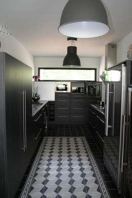cuisine: Cuisine de style de style Moderne par scp duchemin melocco architectes