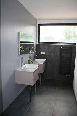 salle de bains: Salle de bains de style  par scp duchemin melocco architectes