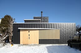 外観1: 石塚和彦アトリエ一級建築士事務所が手掛けた家です。